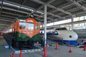 入り口で出迎えてくれた「0系新幹線」「80系電車」