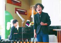 【母娘のカタチ】 手づくりコンサートで思い出の曲を親子で歌う
