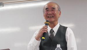 井上 宏さん 追手門学院大学・笑学研究所所長。関西大学名誉教授。写真はメンタルケアの専門家を養成する講座で「笑いと健康」をテーマに講義中の一コマ。
