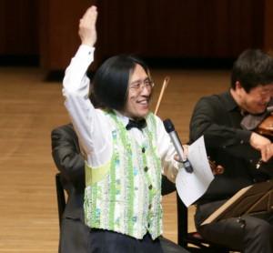 楽しいトークで楽しませる宮川彬良さん=写真は昨年の公演(芸術文化センター提供)