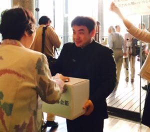 熊本地震の義援金を募る指揮者の下野さん