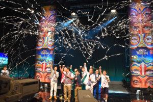 大阪公演の成功を願い、出演者全員で「エイエイオー!」