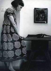 ドレス《カトリッリ》 ファブリック《ブケッティ》(ブーケ)、服飾・図案デザイン:アンニカ・リマラ、1964年Design Museum Archive/Photo:Seppo Saves