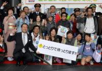 元気な鳥取県へウェルカニ! 平井知事ら大阪駅で観光PR 地震も旅行に影響少なく