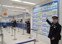 """ようこそ""""WEST JAPAN""""へ JR関西空港駅「みどりの窓口」がリニューアル 外国人利用しやすく"""