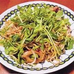 旬の食材を使った簡単料理レシピ<br/>「豆苗たっぷり焼きそば」