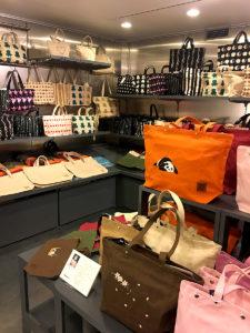 本店2階は帆布などを使用したバッグなどの小物を売る「伊兵衛 Ihee」