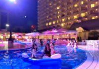 都会のオアシスでオトナの夜遊びを楽しもう! 神戸ポートピアホテルで9月1日(日)までナイトプールが営業