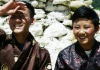 未来はまだ霧の中~ドキュメンタリー「ゲンボとタシの夢見るブータン」の心地よさとは?
