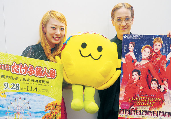 桐生麻耶(右)と城月れい(左)