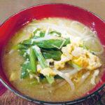 旬の食材を使った簡単料理レシピ<br/>「ニラと卵のみそ汁」