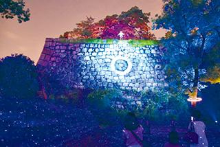 大阪城の石垣にスクリーン