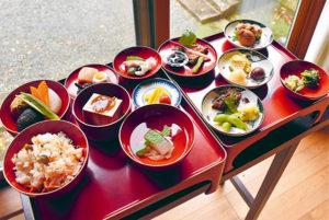徳賞寺で提供される精進料理
