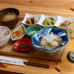 Onのランニングシューズがあるカフェで徳之島の野菜と黒糖焼酎<br/>【iro-hanaかふぇ食堂】神戸・三宮