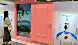 JR大阪駅に「どこでもドア」登場乗り放題きっぷ発売で旅行ムード盛り上げ