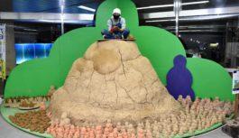 "JR新神戸駅に""土の山""が出現!?「六甲ミーツ・アート」でサテライト展示 現代アートが山と街つなぐ"